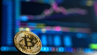 仮想通貨ビットコインが超下落、一時30万円台まで
