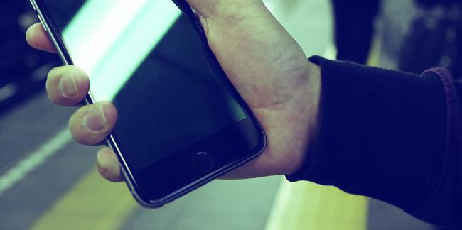 Sirin LabsがとうとうFoxconnとともにBlockchain Phoneを製造開始